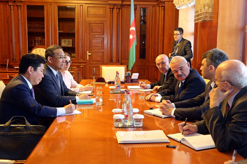 Meeting between Minister Hong and H.E. Prime Minister Rasizade of the Republic of Azerbaijan