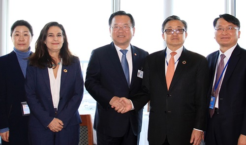 Minister Kim Bookyum visited the United States to reinforce cooperation with international organizations